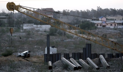 Image:Barrier to stop smugglingbetween Egypty and Gaza