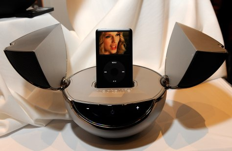 Image: Speaker dock for iPods