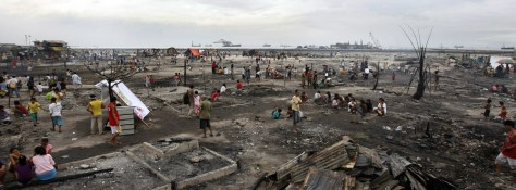 Image: Slum area razed in a fire in Manila
