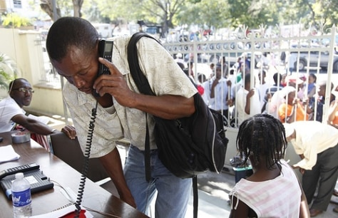 Image: Satellite phone use in Port-au-Prince