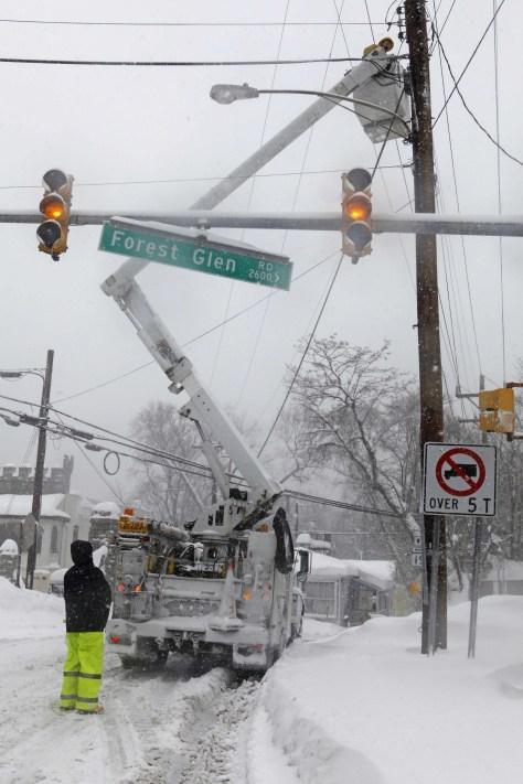 Image: Workers repair power lines