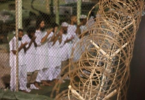 Image: Guantanamo detainees pray