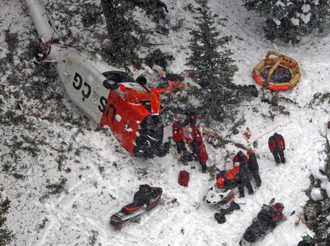 Image: Rescue crews at helicopter crash scene