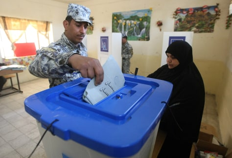 Image: Voting begins in Iraq