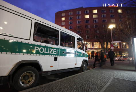 Image: A police car stand next to Grand Hyatt hotel in Berlin