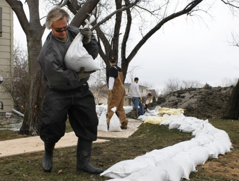 Image: Sandbagging in Fargo