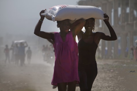 Image: Women carry rice