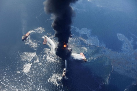 Image: Oil sheen around rig