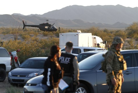Image: Officers along Ariz. border