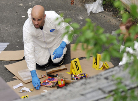 Image: FBI search an alley on the property of a house where Faisal Shahzad lived, in Bridgeport, Conn