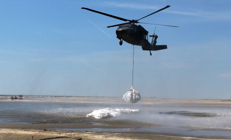 Image: Helicopter airlifts sandbags