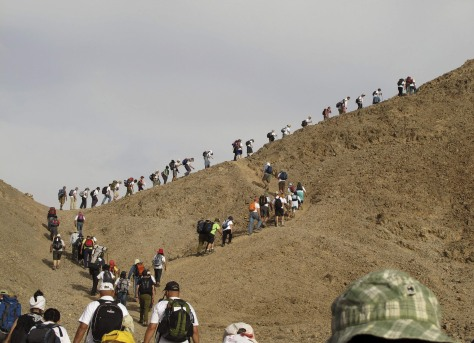Image: Hikers climb to Mt. Tzfahot