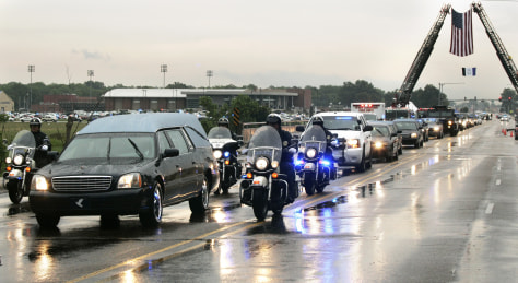 Image: Funeral procession for West Memphis police officers