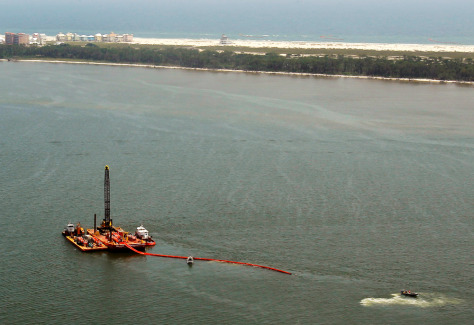 Image: Failed effort to put boom boom across the mouth of Mobile Bay in Alabama