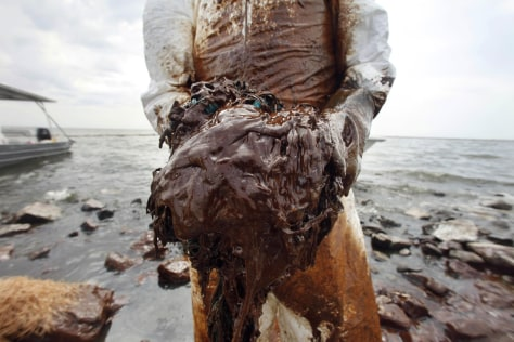 Image: Oil cleanup