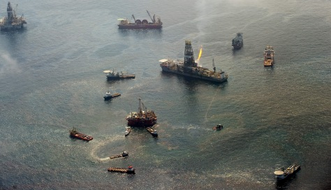 Image: Oil recovery efforts in the Gulf