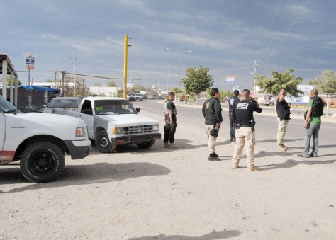Image: Police checkpoint near Nogales, Mexico