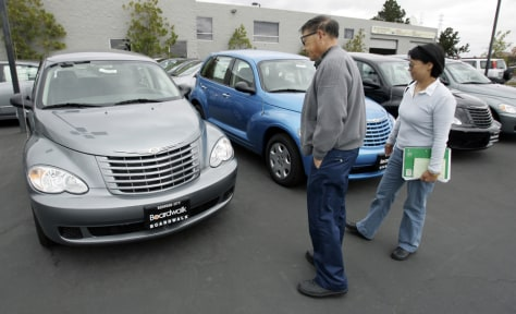 Image: Customers look at PT Cruisers