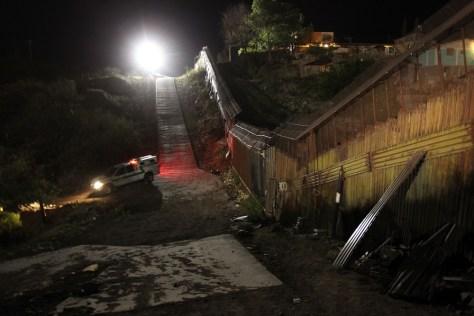 Image: Border at Nogales