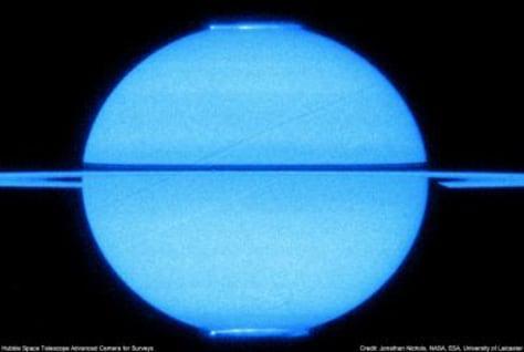 Image: Saturn's ultraviolet auroras
