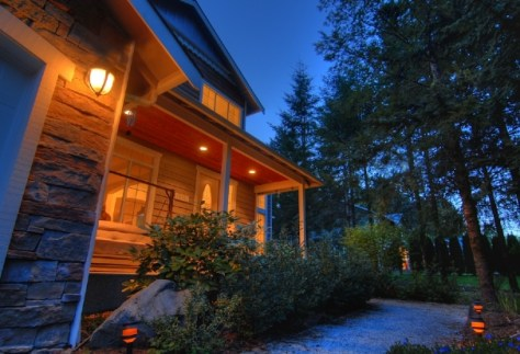 Image: Photographing house outside at night