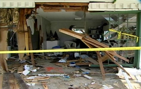 Image: Salon hit by car