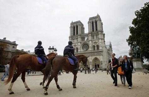 Image: Mounted policeman