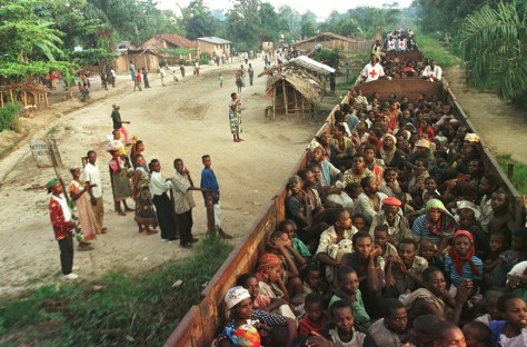 Image: Hutu evacuees in train