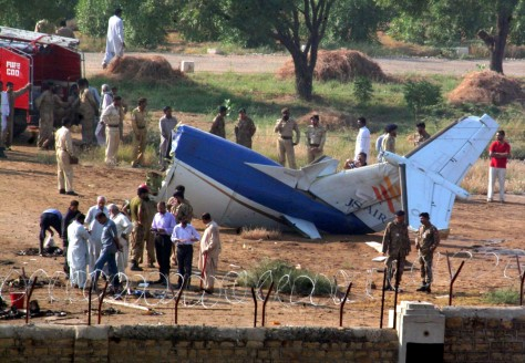 Image:Rescue workers gather at the scene of Pakistan plane crash