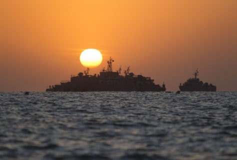Image: South Korean ships stage off Yeonpyeong Island