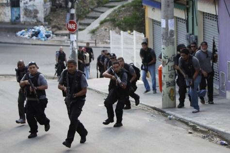 Image: Police officers in Rio de Janeiro slum
