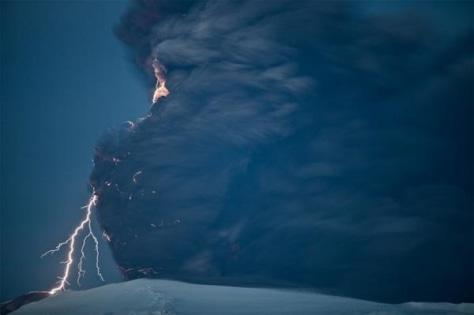 Image: Lightning, volcanic ash plumes