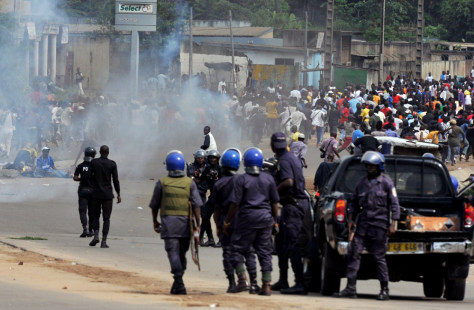 Image: Ivory Coast police face supporters of Alassane Ouattara