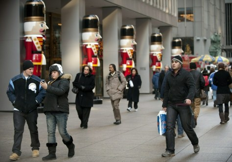Image: Shoppers on Sixth Avenue in NYC