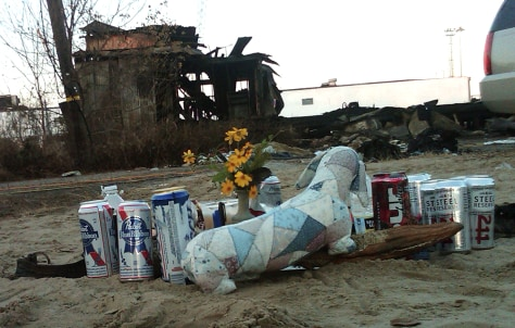 Image: Makeshift memorial to fire victims