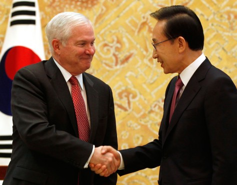 Image: Robert Gates, Lee Myung-bak