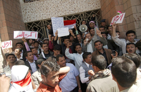 Image: Yemeni anti-regime protesters holding up