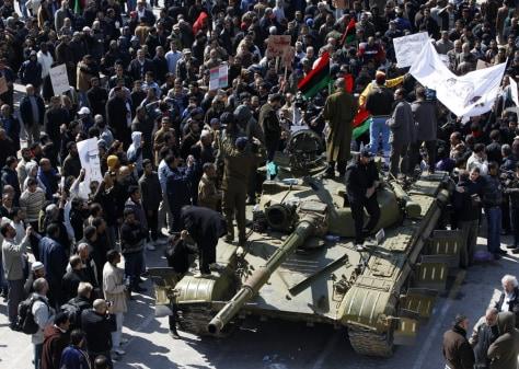 Image: Protesters in Zawiya