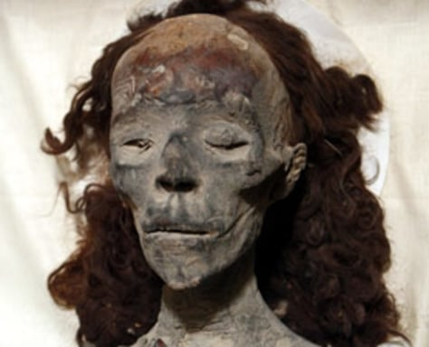 What's that on the face of King Tut's grandma? - Technology ...