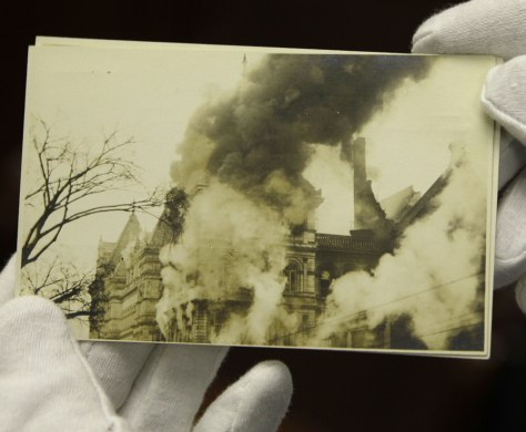 Image: Image of the fire at the New York State Capitol in 1911