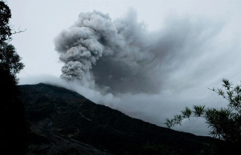 Image: Ash spews from the Tunguarahua volcano  near Cotalo, Ecuador