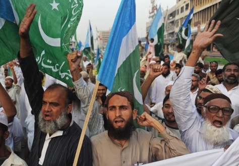Image: Protesters shout slogans during an anti-American march in Karachi
