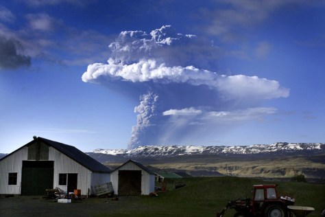 Image: Grimsvotn volcano erupts in Iceland
