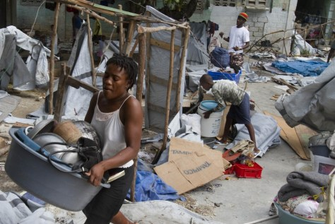Image: A Haitian woman carries her belongings