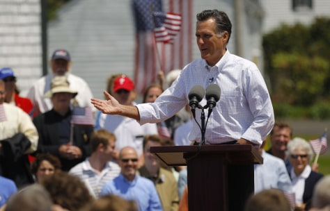 Image: Romney announces he is formally entering the race for the 2012 Republican U.S. presidential nomination in Stratham, New Hampshire