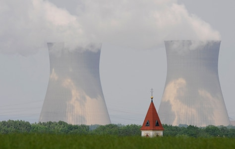 Image: Cooling towers of the nuclear power plant in Gundremmingen, southern Germany