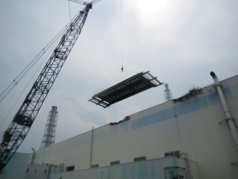 Image: Roof work at the Unit 3 reactor building of the Fukushima Daiichi nuclear power plant