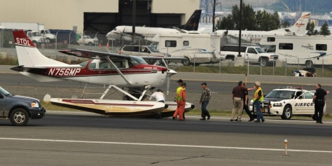 Image: Float plane after emergency landing