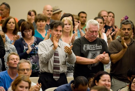 Image: Crowd applauds father of beating victim