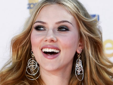 Image: Actress Scarlett Johansson arrives at the 2010 MTV Movie Awards in Los Angeles